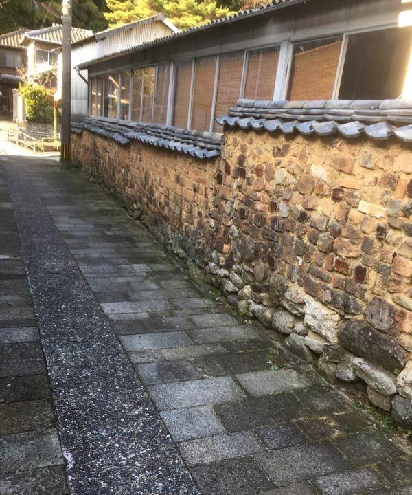 写真:トンバイ塀