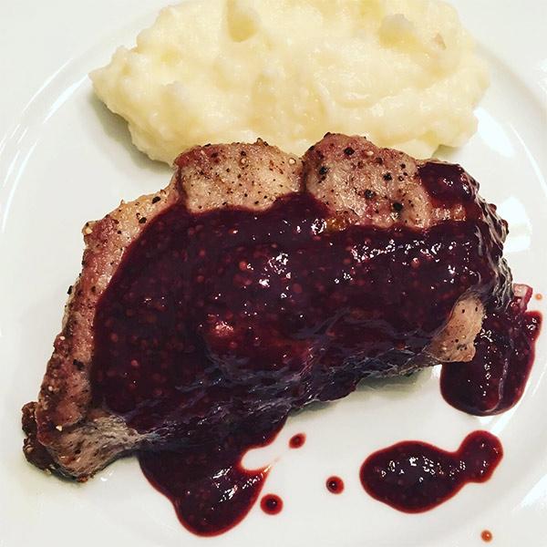 写真:肉料理