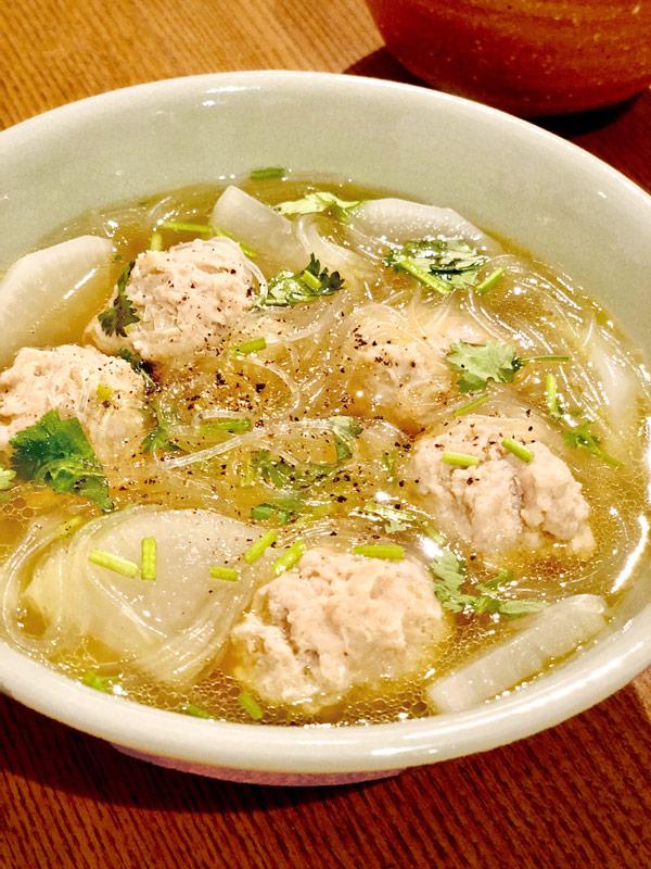 休肝日の大根と鶏だんごのスープ