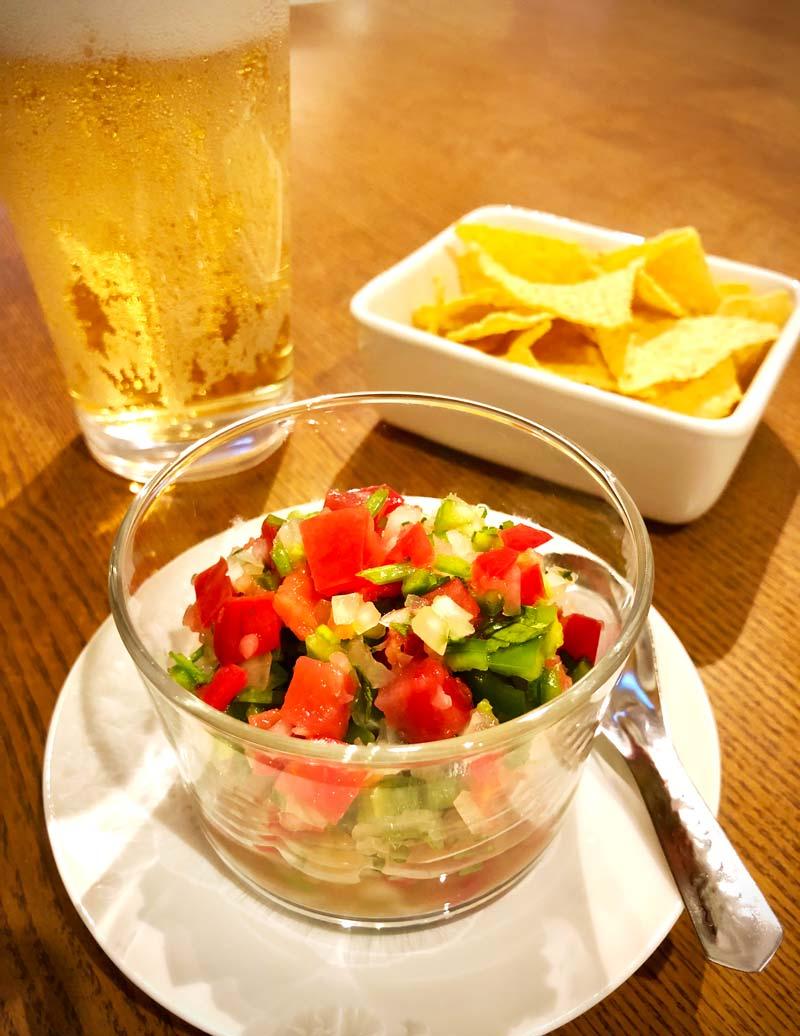 フルーツトマトのサルサとトルティーヤチップス