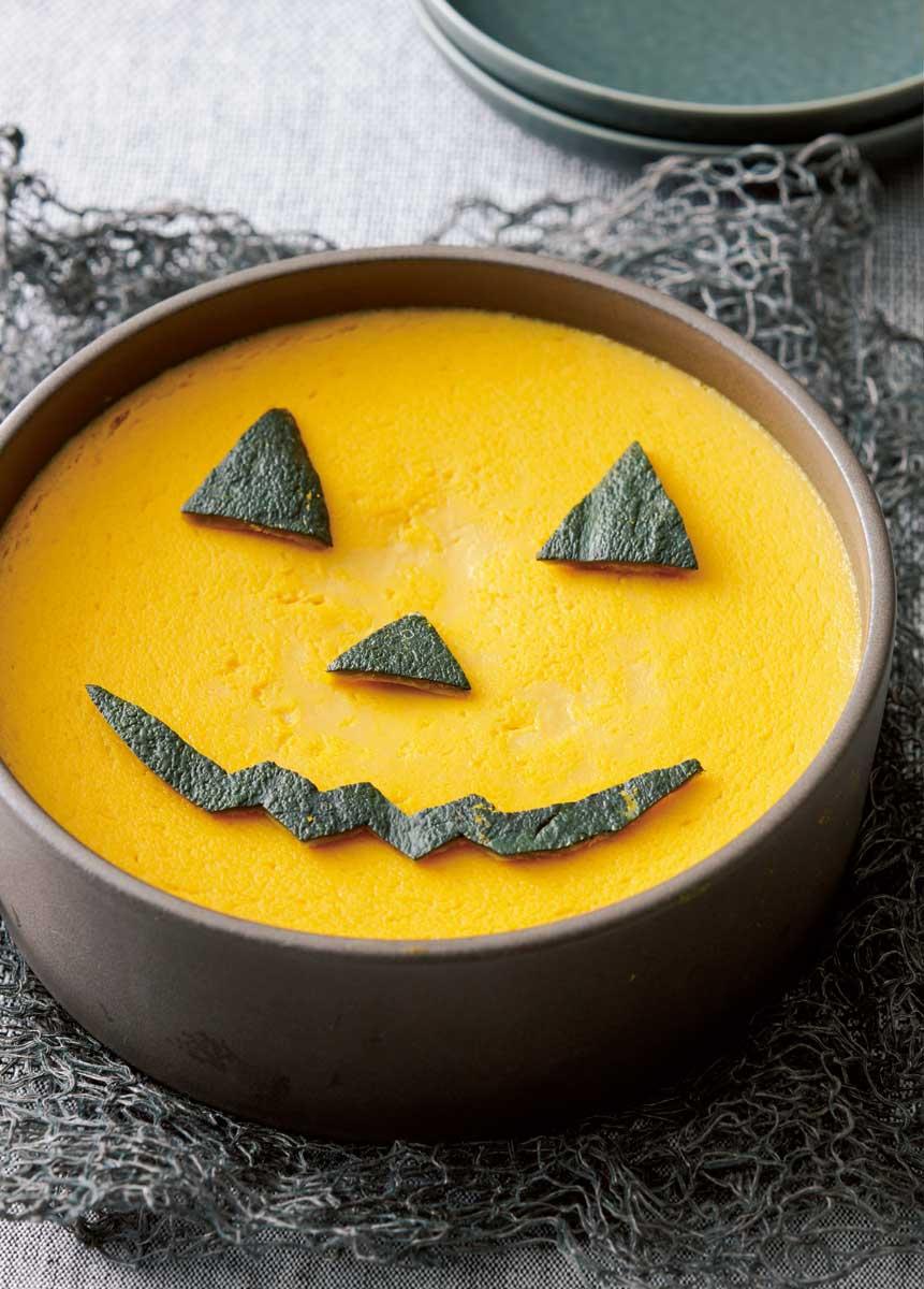 濃厚かぼちゃプリン かぼちゃの皮でデコレーションする