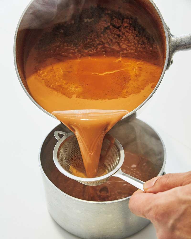 チャイの作り方 茶こしでこす