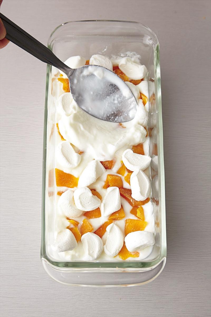 ヨーグルトとマンゴーの白いティラミス プロセス
