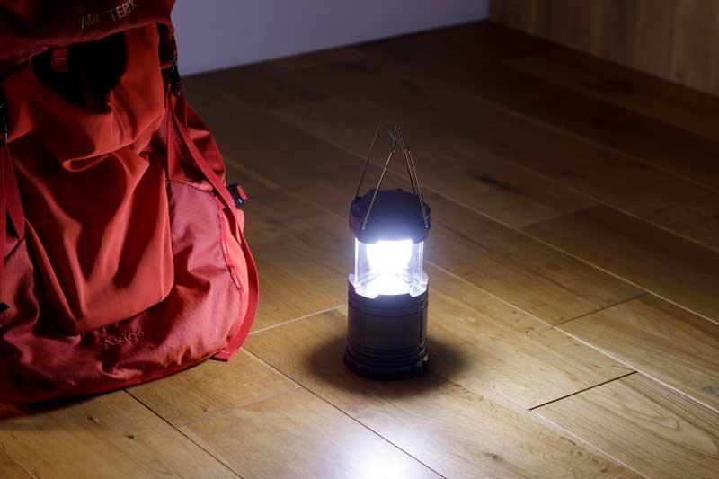 部屋を広範囲で照らす DAISOの伸縮ランタンライト