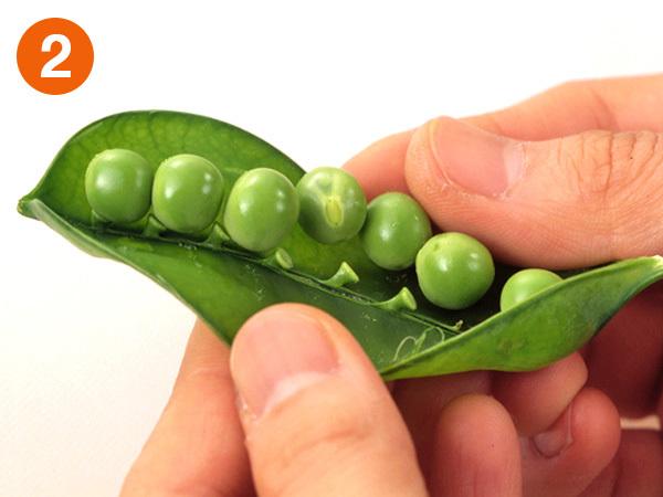 グリーンピースの豆をはずす