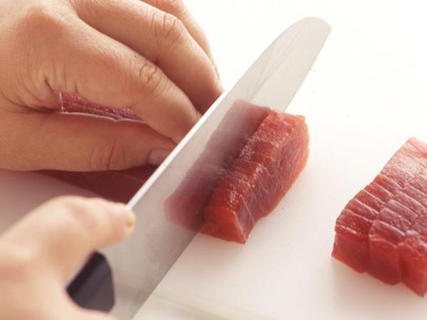 まぐろの平造り まぐろのさくの切り方