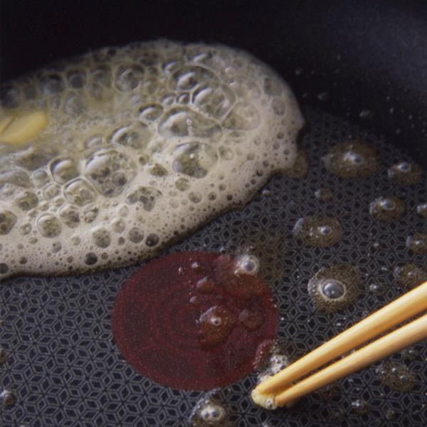 バターをフライパンに入れてから弱火、または中火にかける